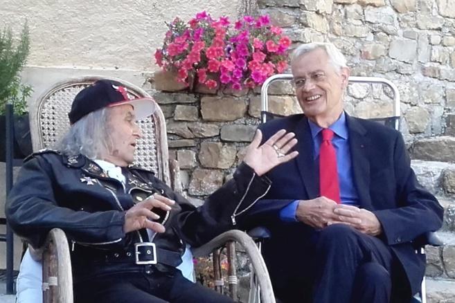 La république française honore le père Guy Gilbert