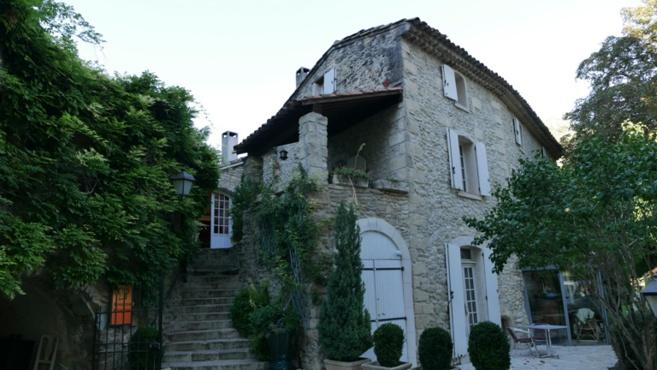Les atouts vin et culture de la Campagne Saint-Lazare à Forcalquier