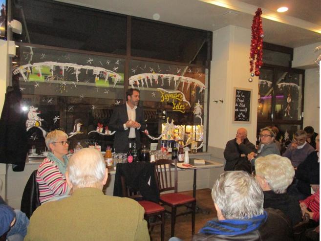Christophe Castaner à la rencontre des électeurs à Manosque