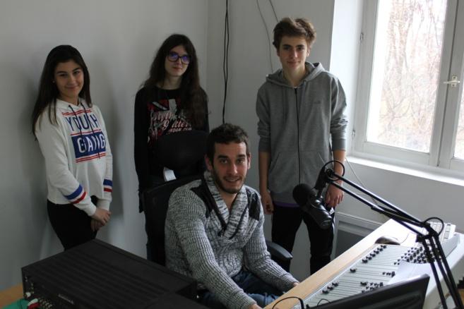 Laura et Charlotte (+ Théo) étaient en stage dans notre radio...