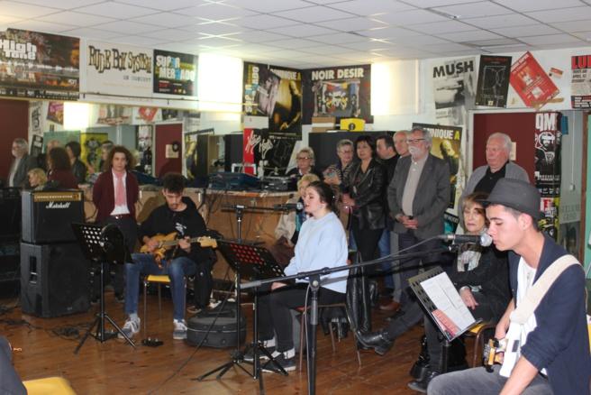 Les élus manosquins en visite à la MJC