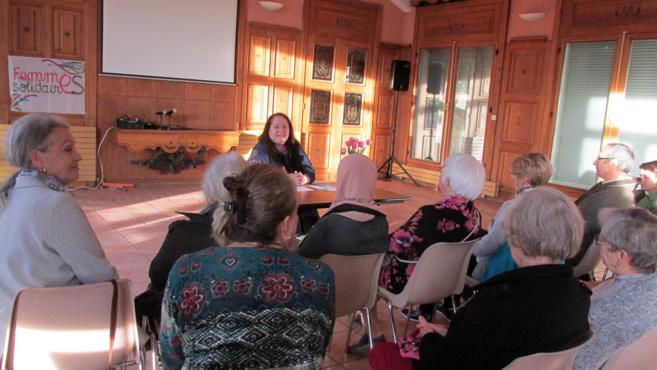 Une conférence sur la souffrance des mères seules