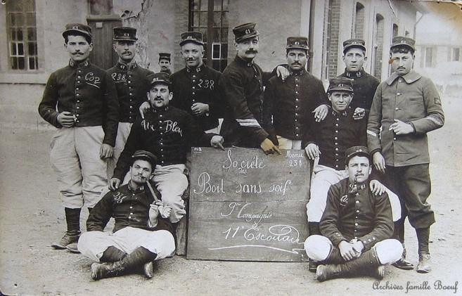 163ème RI Félix Leydet est le deuxième homme debout à gauche
