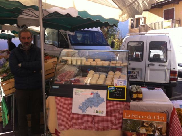 Laurent producteur de fromage de brebis à Névache