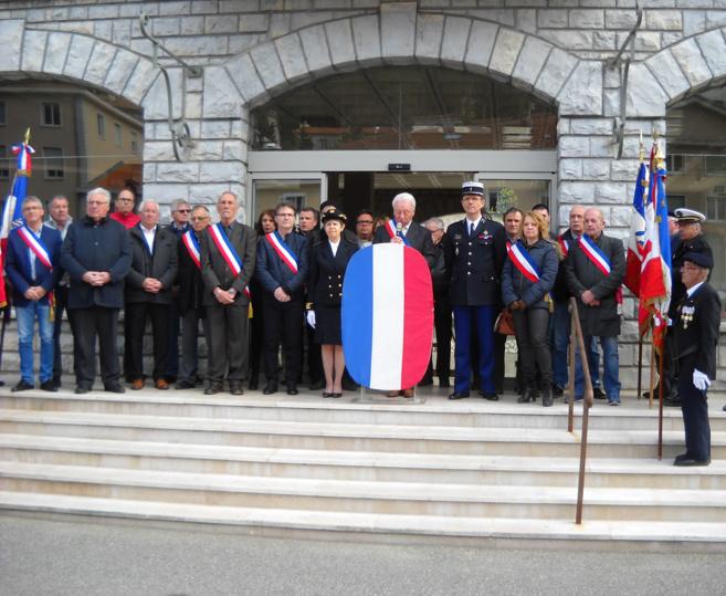 hommage émouvant à Sisteron après l'attentat de Trèbes !