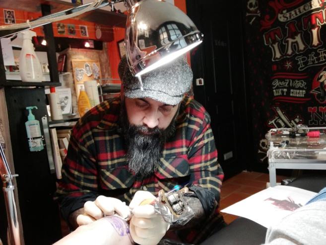 David, vient d'ouvrir son salon à Forcalquier.  Focus sur le métier de tatoueur!