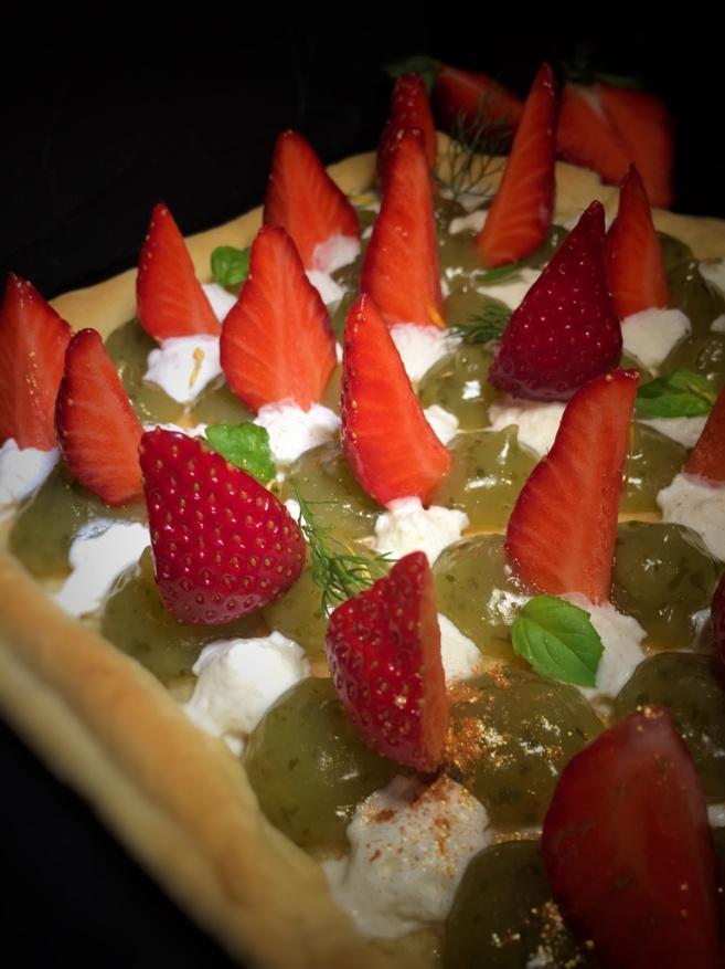 Tarte aux fraises, crémeux au citron basilic, pâte à la farine de lentilles