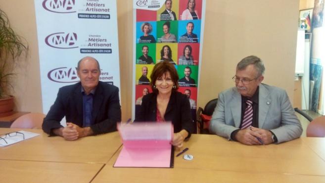 Trois signatures pour une charte à Vinon