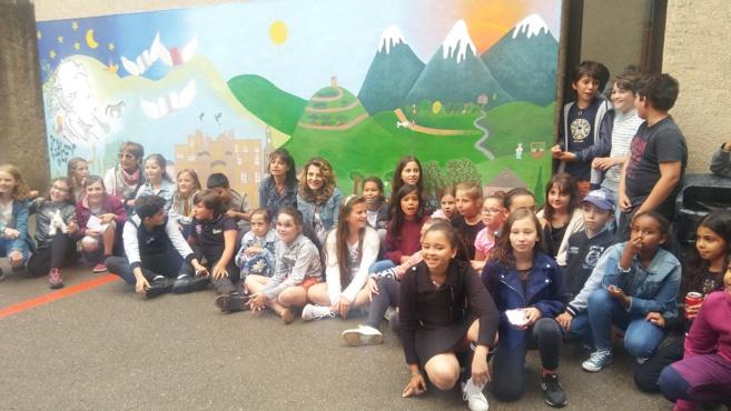 Le monde de Jean Giono sur un mur de l'école des Combes
