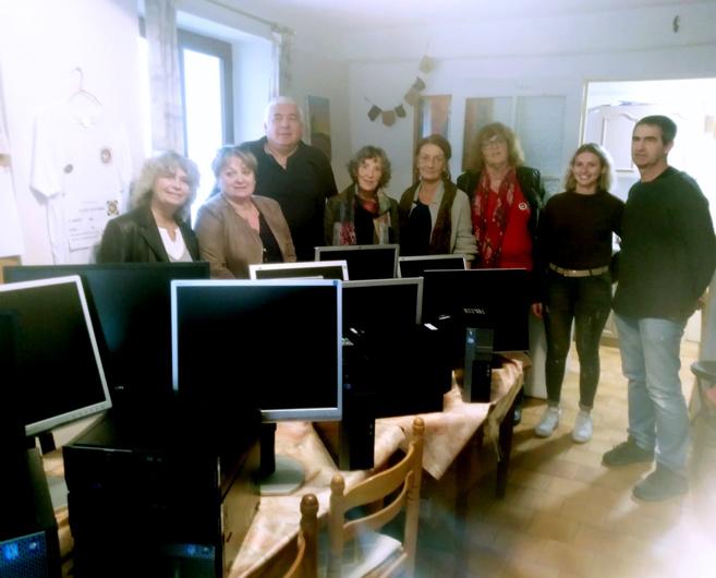 Des ordinateurs de Sanofi-Sisteron offerts au Café sourire !