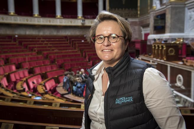 Emmanuelle Fontaine-Domeizel a troqué son écharpe de députée contre sa blouse d'infirmière…