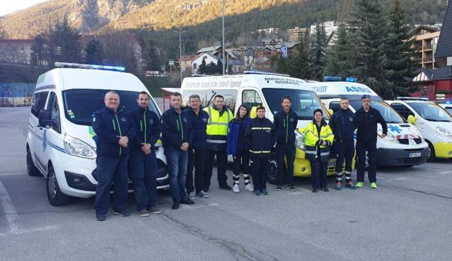 Un salut envers les soignants par les ambulanciers à Briançon