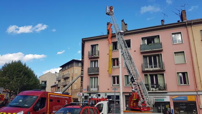 A Digne, un feu de toiture rapidement maitrisé par les sapeurs-pompiers.