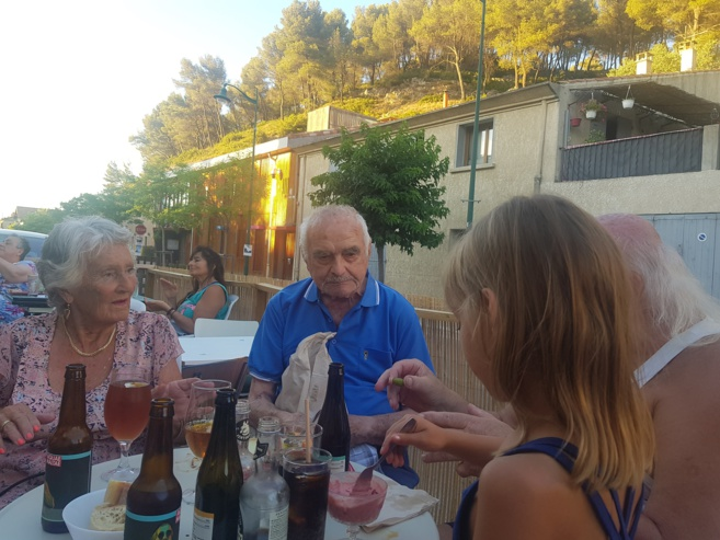 """Un lieu de convivialité au cœur de Meyrargues... Le café associatif """"les Taraïettes"""""""