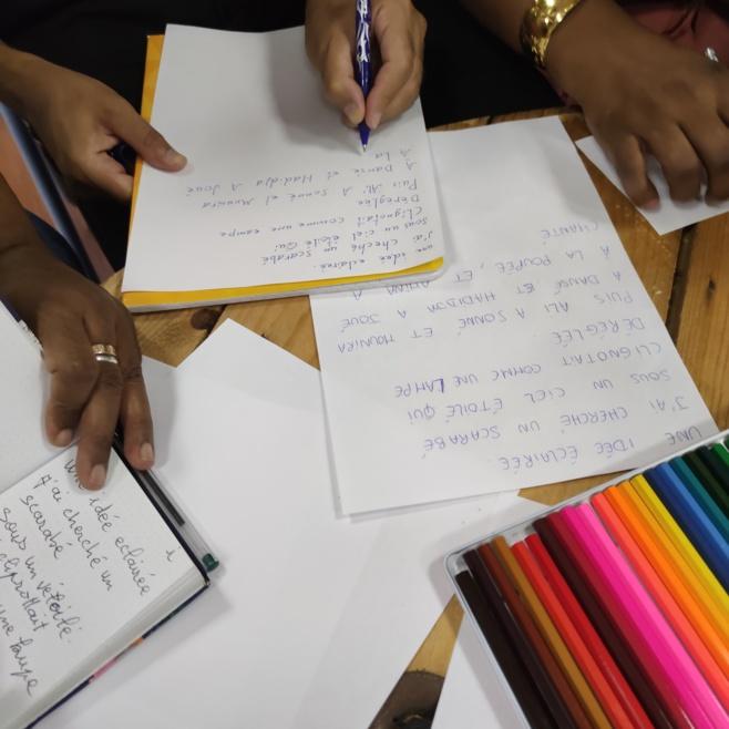 """Pendant l'atelier """"Jouer pour lutter contre l'illettrisme"""" à Massalia Vox"""