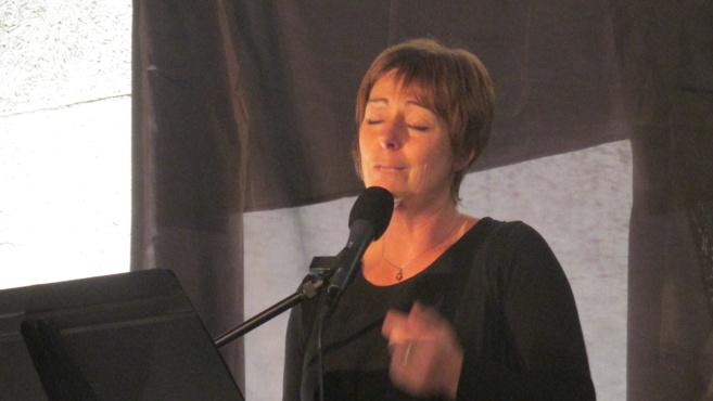 Carole Timotéo a donné un superbe concert-hommage à Barbara à Champtercier…