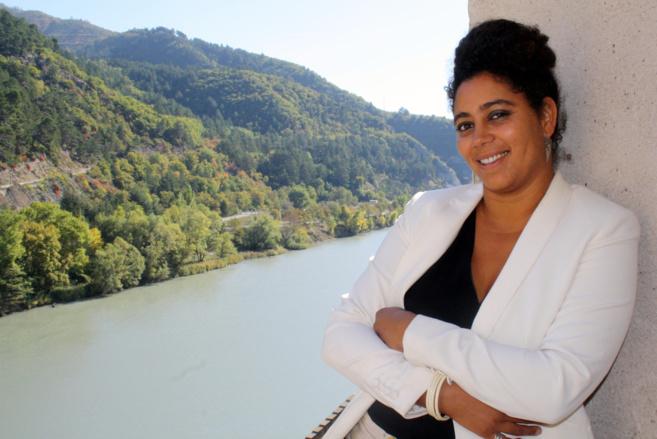 Doit-on réformer l'adoption ? Oui selon la photographe Hélène Jayet qui expose actuellement à Sisteron !