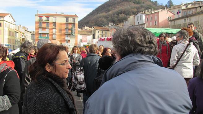 Rassemblement de protestation à Digne mercredi 10 décembre sur le marché.