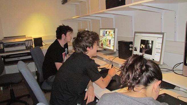 Des étudiants de l'école d'art de Digne planchent sur la prévention du VIH.
