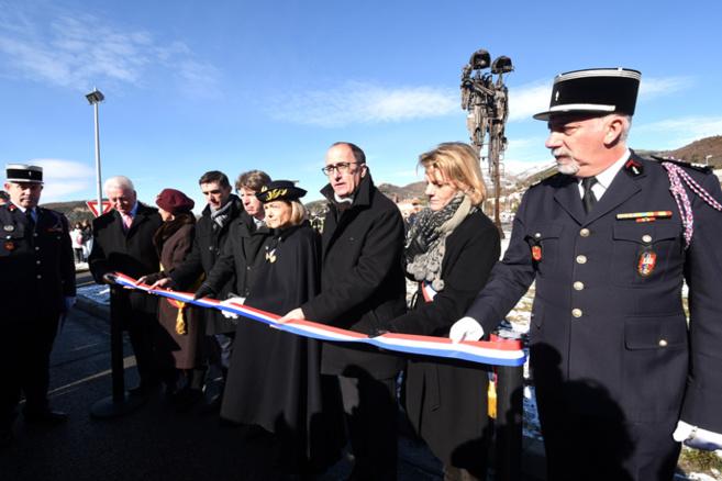 L'émouvante Sainte-Barbe : une sculpture rend hommage à Michaël et Yann, deux pompiers morts en service en 2012.