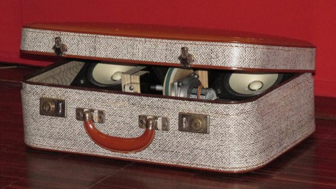 une valise chantante au Musée Gassendi