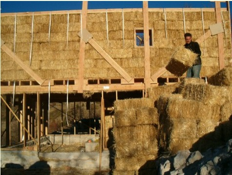 LESA sensibilise à l'utilisation de la terre crue en construction