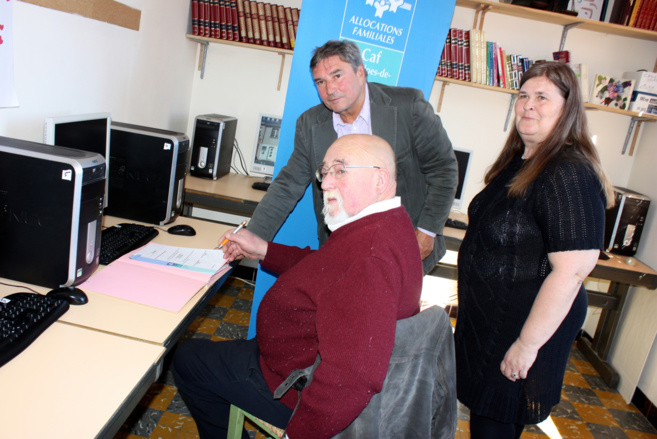La CAF 04 offre des ordinateurs au « Point Rencontre » !