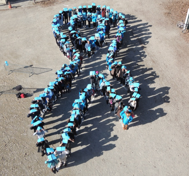 A Gap, Mars sera bleu pour sensibiliser au dépistage du cancer du côlon.