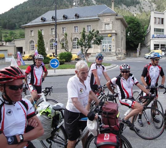 Robert Guyot et cyclistes du Vélo-Club de Serre-Chevalier