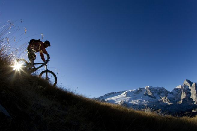 Il va falloir pédaler dur pour la grande traversée des Alpes à VTT