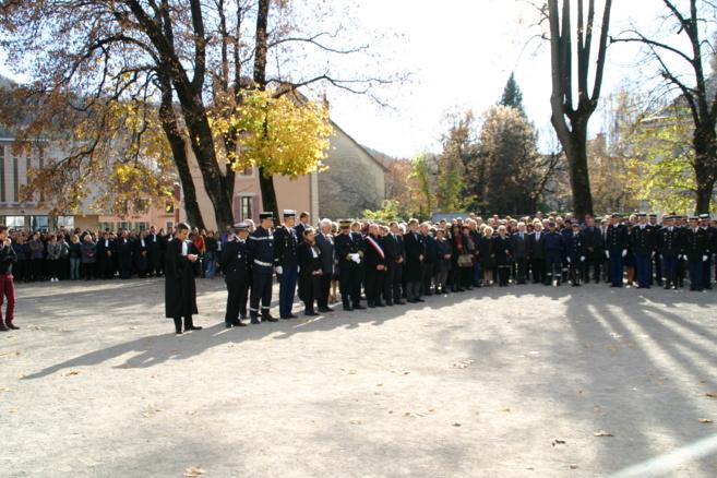 Gap : Une minute de silence pour une ville qui a perdu ses enfants lors des attentats de Paris