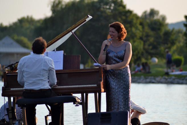 Un piano flottant a célébré la biodiversité à Digne