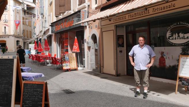 Des commerçants dignois font vivre deux rues en nocturne.