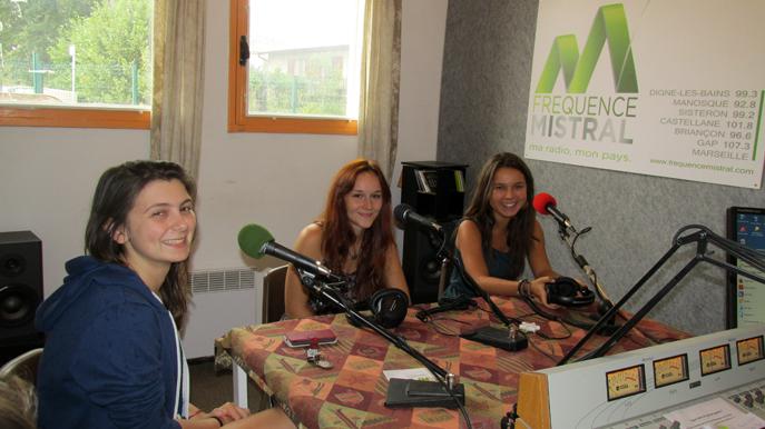 3 du groupe Under One sixty-five Barbara, Jeanne, et Pauline de Gauche à droite