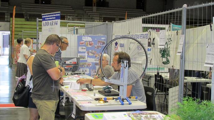 Atelier partagé de réparation lors du Forum des associations à Digne-les-Bains