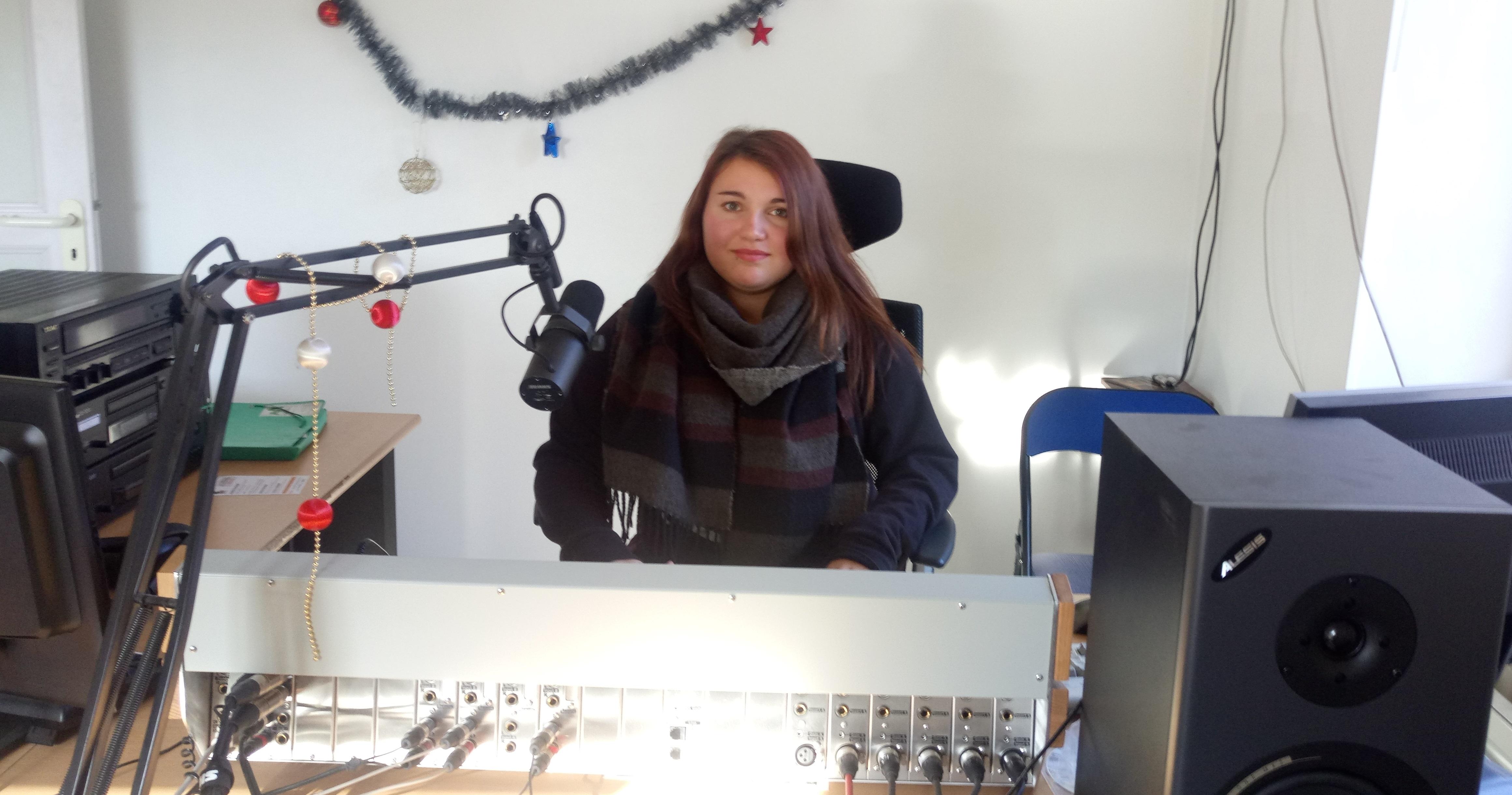 Chloé Rodron est en stage dans notre radio depuis un mois !