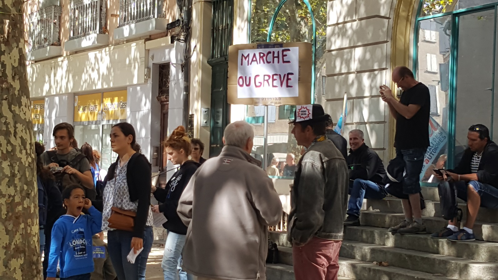 Premières manifestations hier en France contre les ordonnances…
