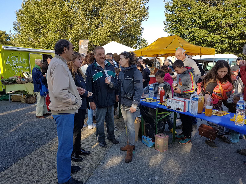 Le marché bio d'Aiglun prend de l'ampleur