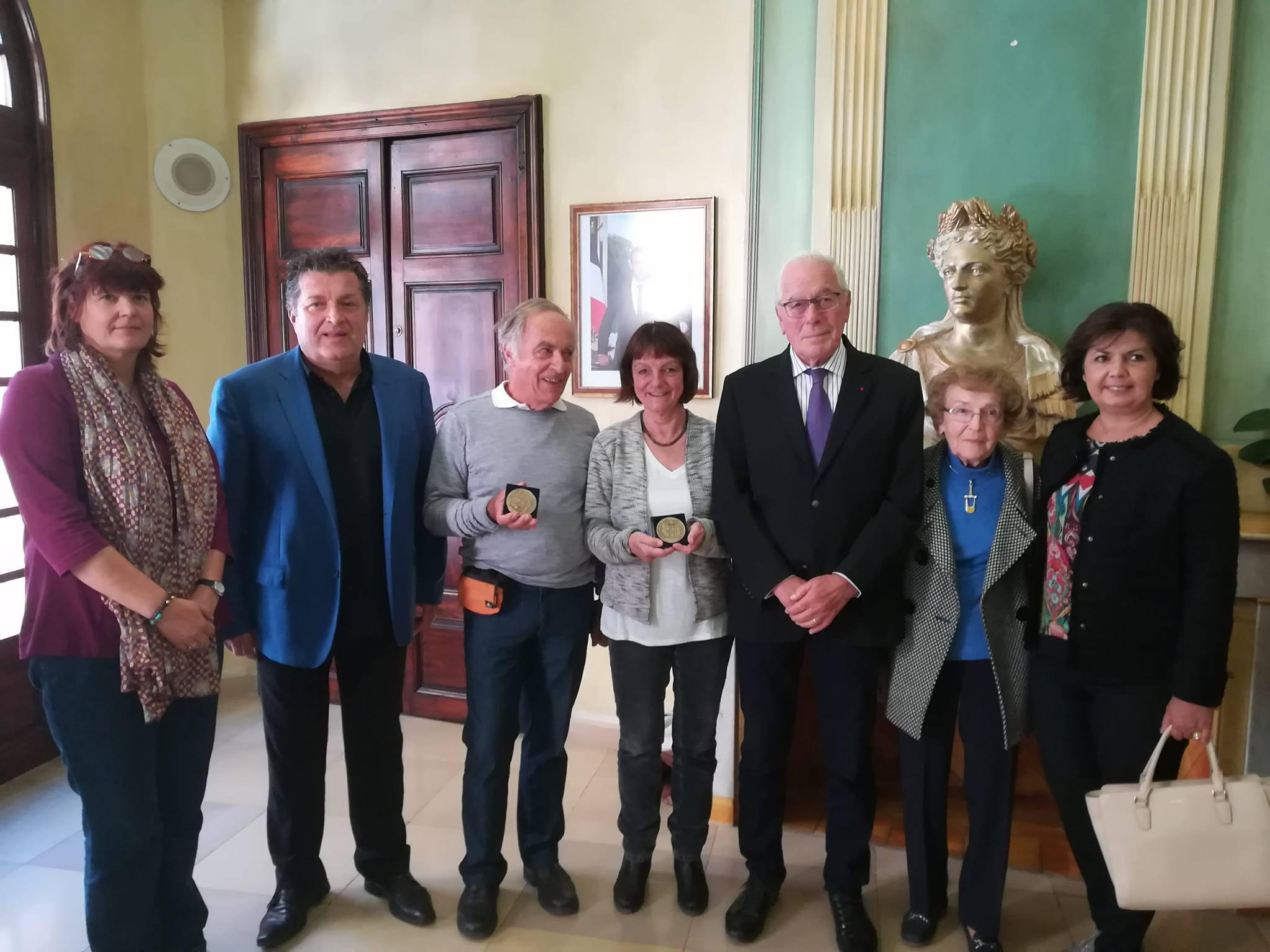 Une colombe et des médailles pour les échanges franco-allemands