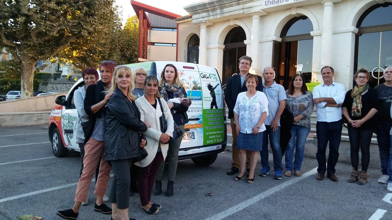 Sainte-Tulle: un véhicule neuf pour le portage des repas à domicile
