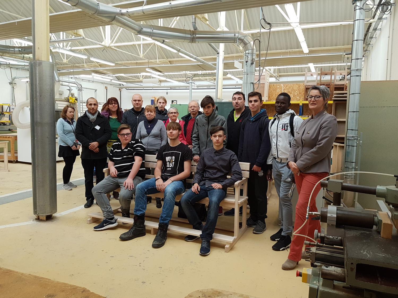 Les bancs de la chapelle de Clumanc fabriqués par des élèves du LEP Beau de Rochas