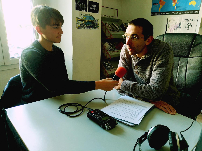 Nicolas Antomarchi, coordinateur du Téléthon à Sisteron au micro de Sacha Truphème