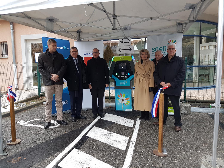 Plus de bornes de recharge pour plus de véhicules électriques !