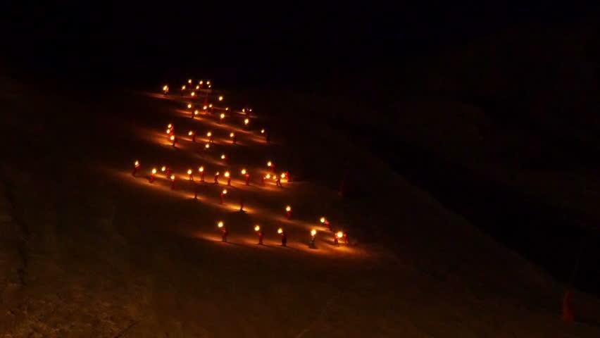 Une descente aux flambeaux solidaire à Briançon