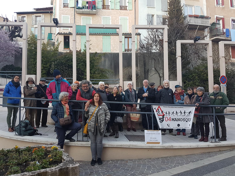 RESF manifeste devant la Préfecture de Digne