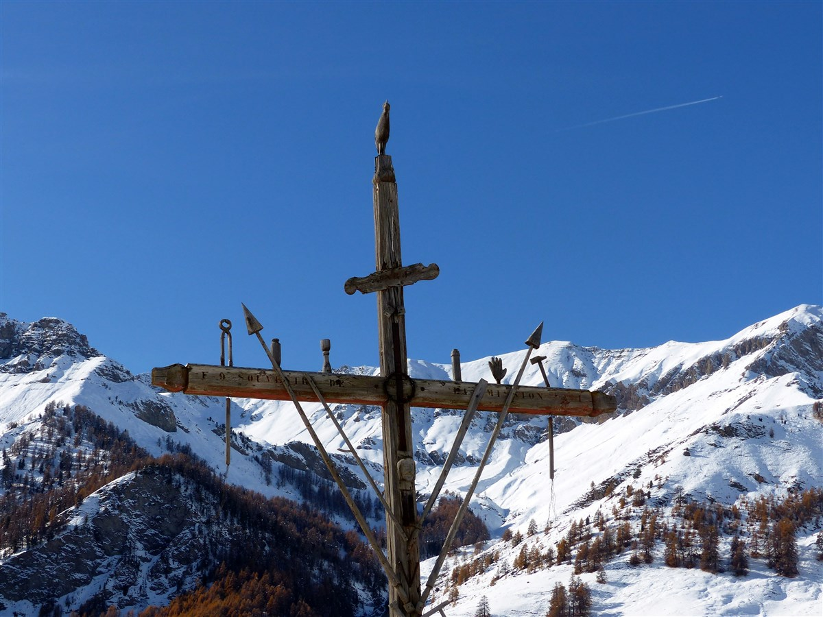 Croix de mission et croix de la passion