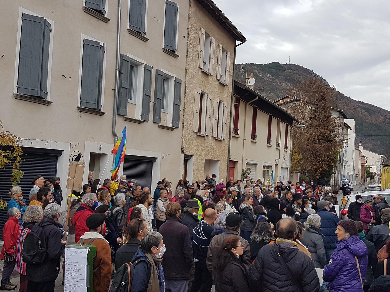 A Digne, Citoyens, ligue des droits de l'homme, Amnesty, unis pour défendre Les Droits humains