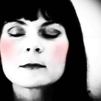 Nouveau titre pop pour Mina sang sur un texte poétique de Bertolt Brecht