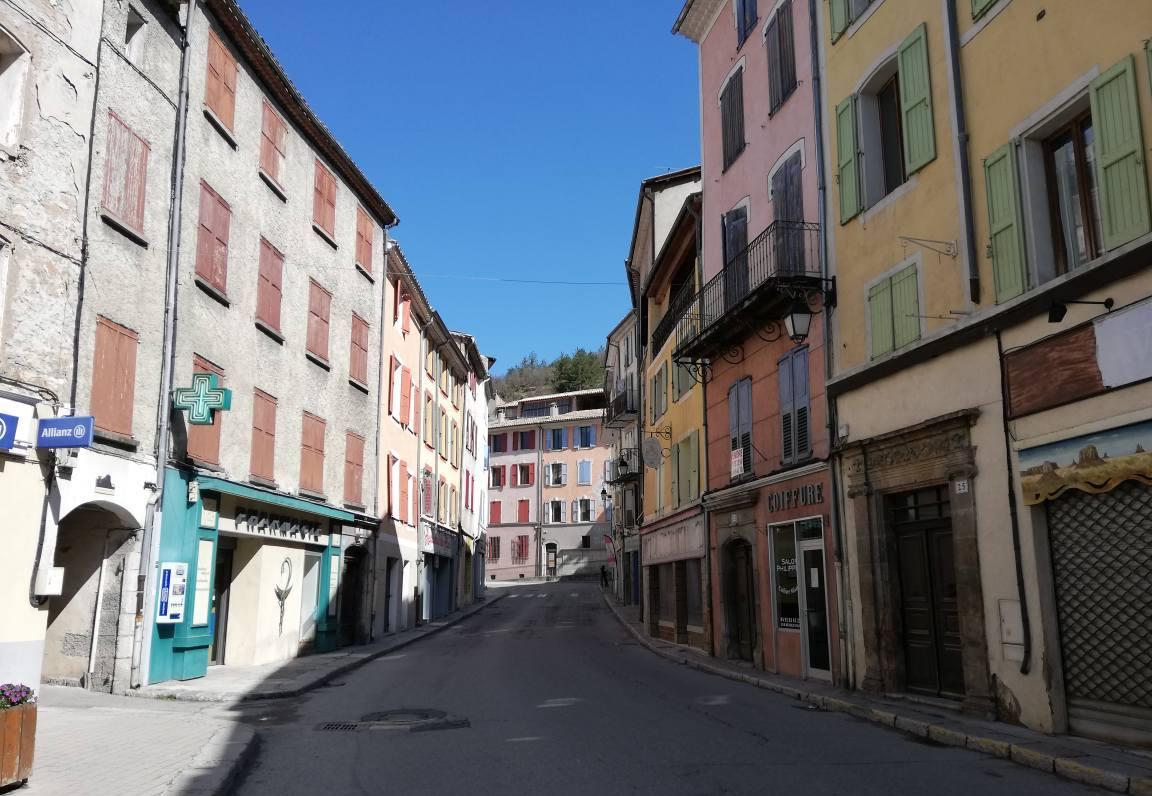 Le Maire de Castellane Bernard Lipérini est très attentif à la situation économique locale