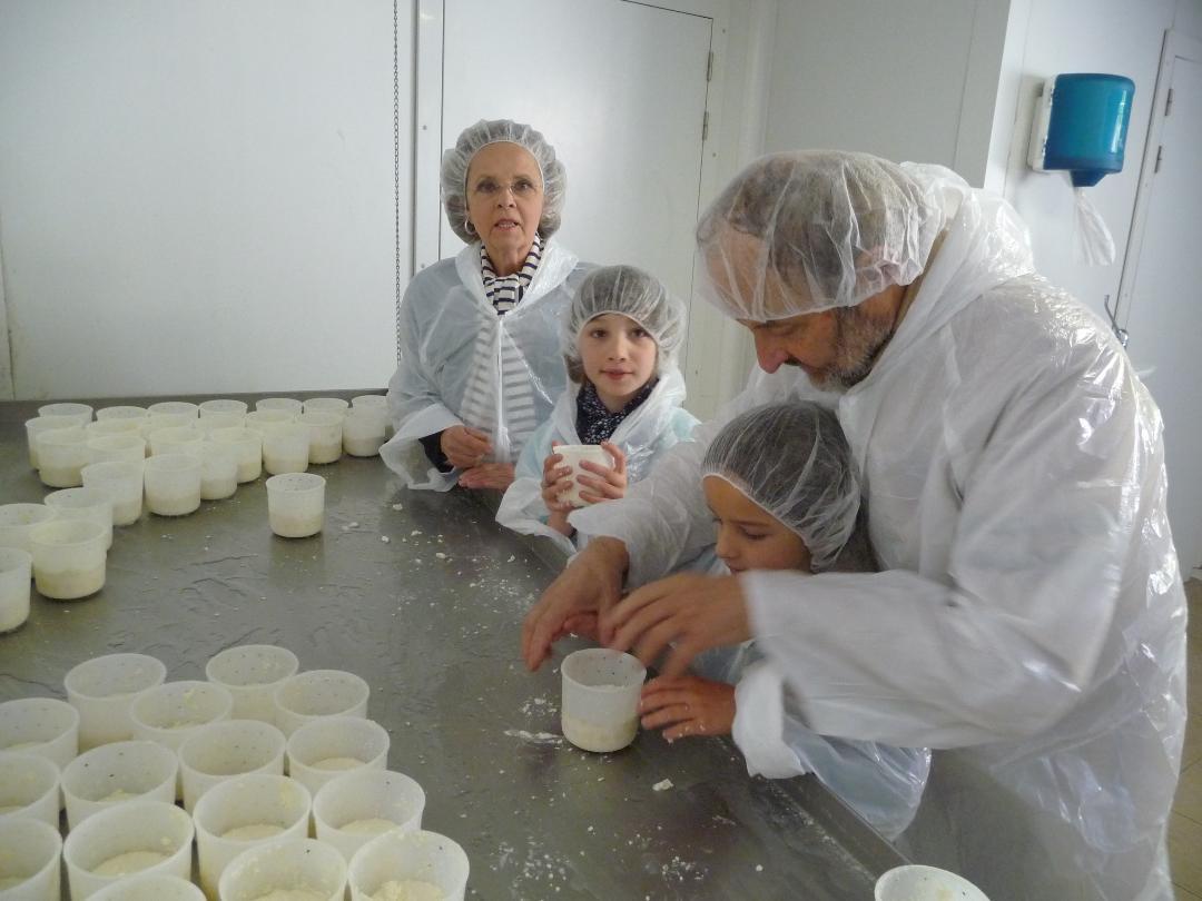 Venez découvrir les secrets de la fabrication des fromages à la ferme des Jassines !